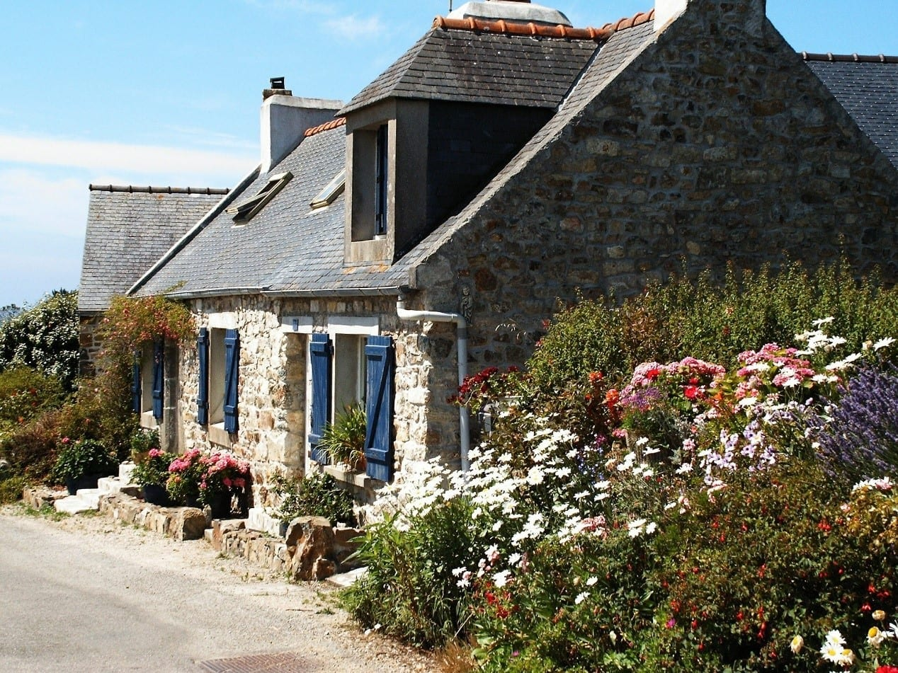 Holiday let cottage with a blooming flowerbed
