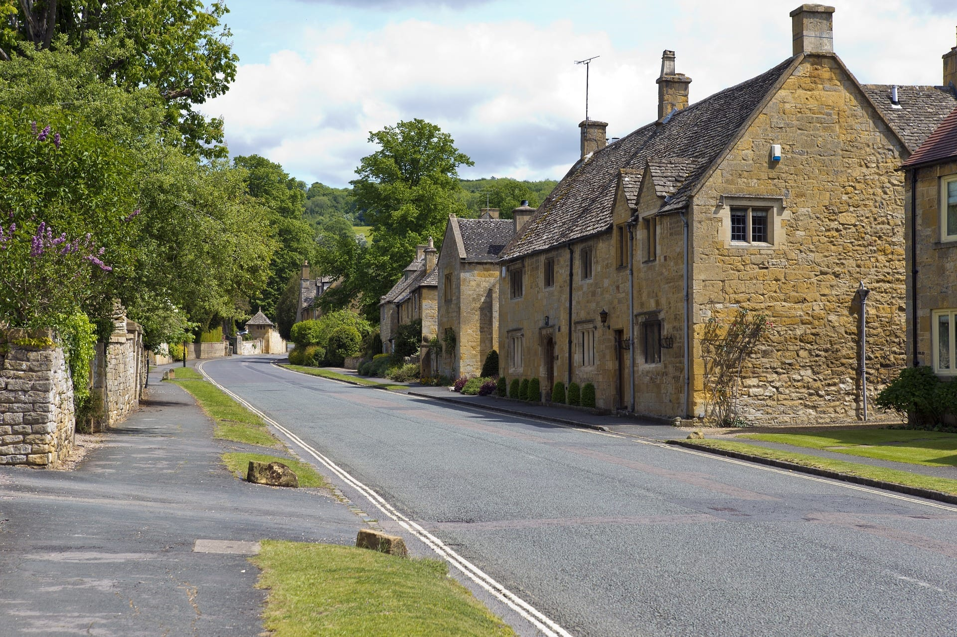 street in the cotswolds